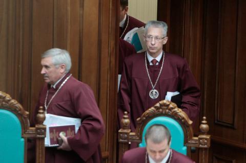 КС вирішив, що громадяни не можуть ініціювати всеукраїнське опитування без Президента і парламенту