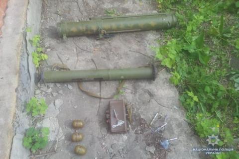 На Луганщині в будинку бойовика знайшли арсенал зброї