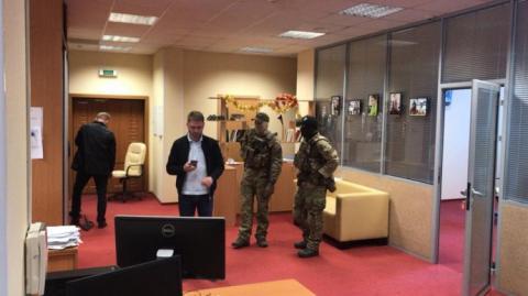 """Силовики показали, що знайшли в офісі """"РИА Новости Украина"""""""