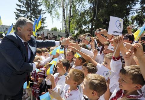Президент відкрив реконструйовану школу на Дніпропетровщині: Будується нова українська школа – новий освітній простір