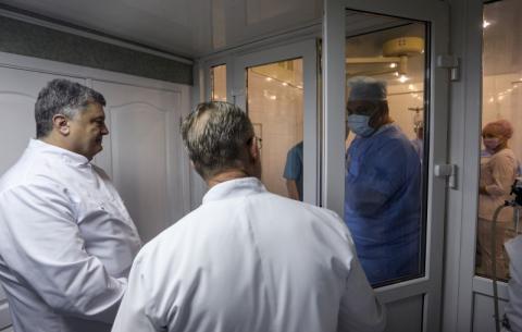 Ми з вами є рушійною силою змін – Президент лікарям Дніпропетровської лікарні ім. І.І.Мечникова