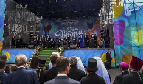 Ми всі разом маємо рухатися в Європу кожного дня – Президент привітав українців з Днем Європи
