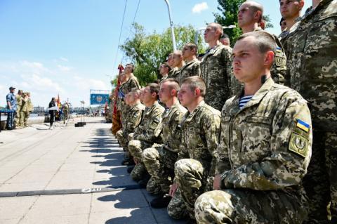 Глава держави: Нині морська піхота, як і вся українська армія, на декілька порядків сильніша