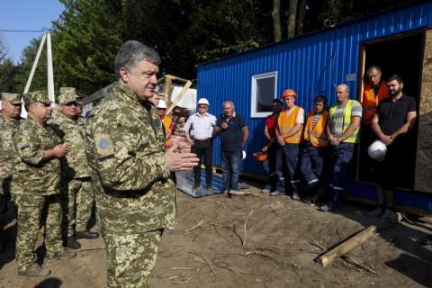 Президент ознайомився із ходом будівництва житла для військових на Львівщині