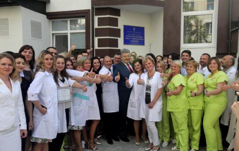 Ваша робота надзвичайно корисна – ви робите так, щоб українців було більше - Президент медикам