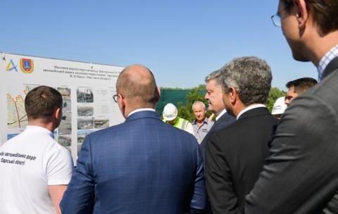Сьогодні кожен може побачити, як кардинально змінюється дорожня мережа України – Президент на відкритті новозбудованого мосту на автодорозі Одеса – Рені