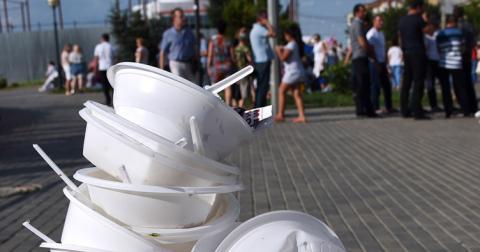 Європа залишиться без одноразового посуду з пластику