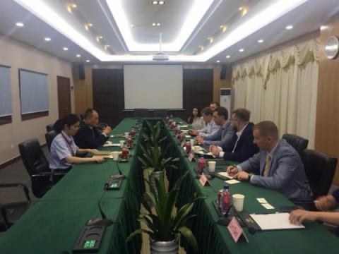 Україна зацікавлена в залученні інвестицій від найбільшого в світі виробника електротранспорту та літієвих батарей, - Володимир Омелян