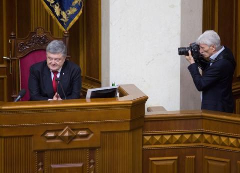 Народ України твердо стоїть на боці необхідності створення антикорупційного суду – Президент