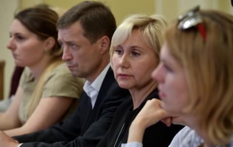 Звільнення українських політв'язнів буде одним з пріоритетів зустрічі міністрів закордонних справ Нормандського формату – Президент на зустрічі з родинами українських бранців