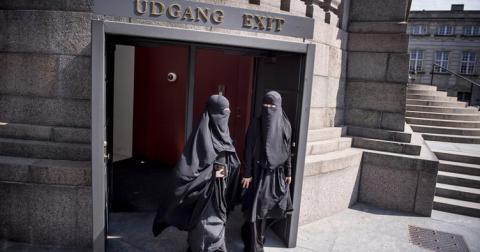 Данія заборонила з'являтися із закритим обличчям на людях