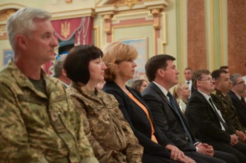 Нову військову медицину ми будуємо за стандартами НАТО – Президент під час урочистостей до Дня медика