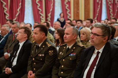 До кінця року близько 500 амбулаторій нового типу мають запрацювати в українських селах – Президент