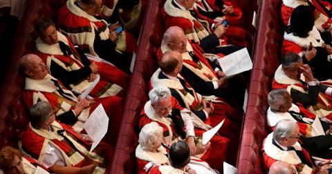 Від лордів зажадали не спати на дебатах