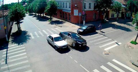 Обгін на перехресті: ВС зробив висновок щодо вини водія у ДТП