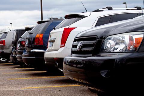 Платні парковки зобов'яжуть відповідати за збереження авто