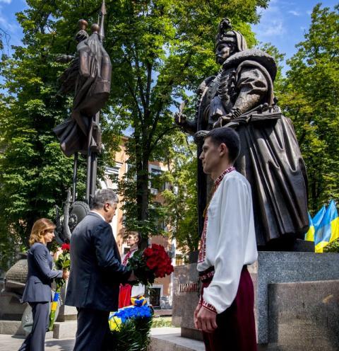 Ставлення до Конституції України має бути шанобливим та обережним, а докорінні зміни до Основного закону мають визріти – Президент