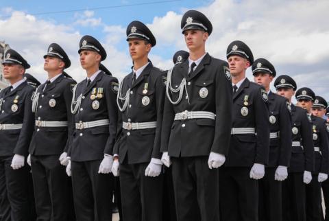 Ви представляєте владу і дієте від імені держави – Президент привітав поліцейських у день професійного свята