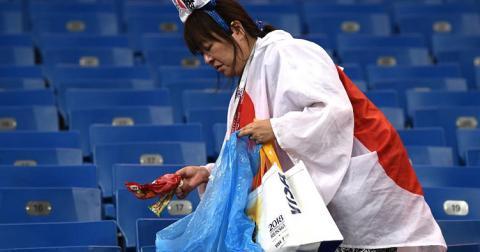 Прибирати за собою сміття японців учать зі школи