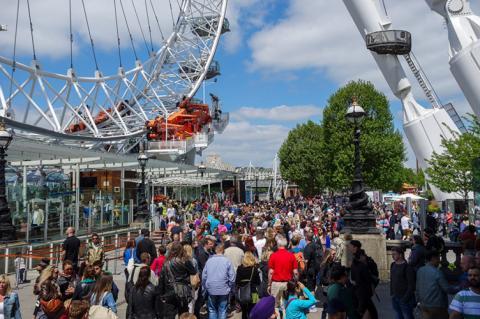 Лондон відправить туристів за місто в пошуках знижок