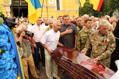 Україна попрощалася зі своїм Героєм – видатним громадським діячем Левком Лук'яненком (ФОТО)