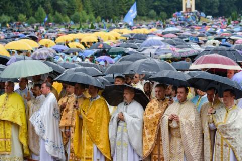 Президент у Зарваниці: Ми з вами молимося за мир, за Україну. І я переконаний – Господь почує нашу молитву