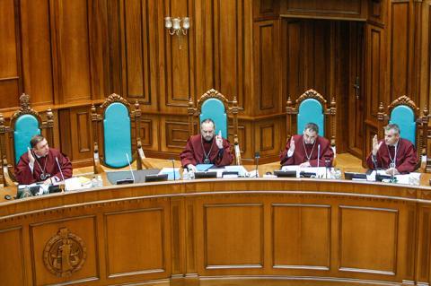 Від КС очікують захисту права на звернення для недієздатних осіб