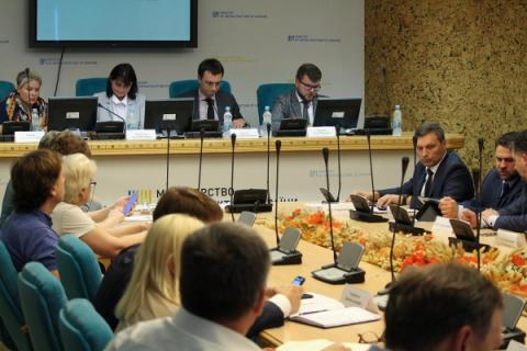 Необхідно забезпечити підприємства України якісним сервісом перевезення вантажів залізничним транспортом, - Володимир Омелян