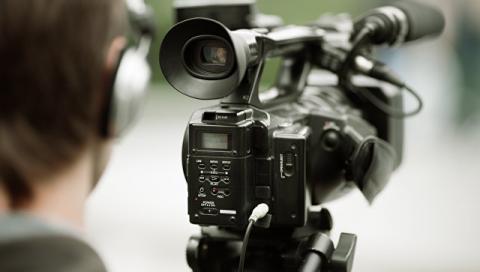 Депутати хочуть зобов'язати журналістів питати дозволу на зйомку