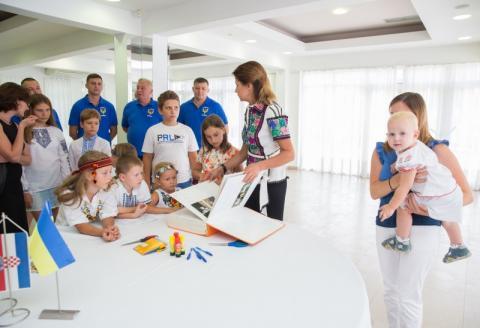 Марина Порошенко у Хорватії презентувала проект «Книга Миру» та зустрілася з українськими військовими, які проходять реабілітацію у місті Спліт
