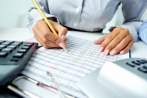 За яких умов засновник може підписувати податкову звітність, роз'яснила ДФС