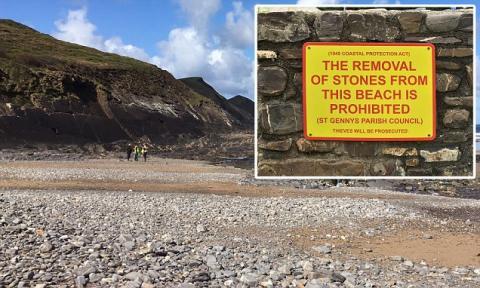 За крадіжку камінців з пляжу турист ледь не потрапив за ґрати