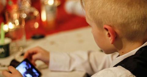 У Франції набрала чинності заборона на мобільні в школах
