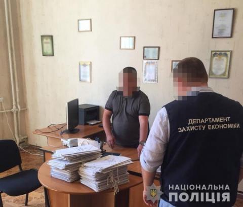 Прокуратура: У Запоріжжі посадовці вузу продавали дипломи іноземцям