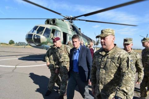 Держсекретар з питань оборони Великобританії відвідав лінію фронту на Донбасі