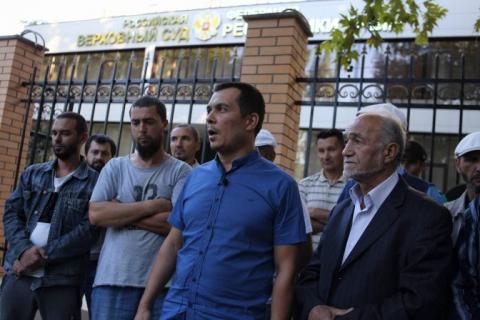 Підконтрольний РФ суд в Криму залишив під вартою активіста Мемедімінова