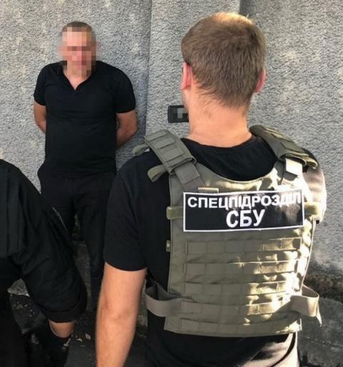 СБУ при одержанні хабара затримала посадовця Одеського облуправління поліції