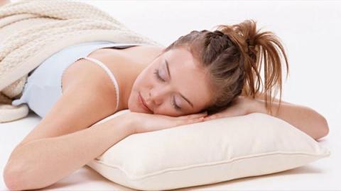 Науковці назвали найшкідливішу позу уві сні