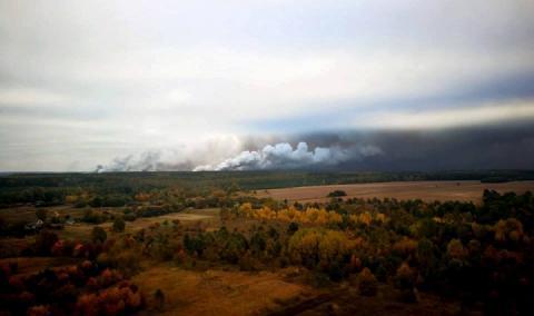 Осередки пожежі в Ічні локалізували, лунають поодинокі вибухи, – Міноборони