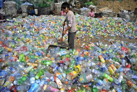 Coca-Cola та Nestle серед найгірших пластикових забруднювачів у світі