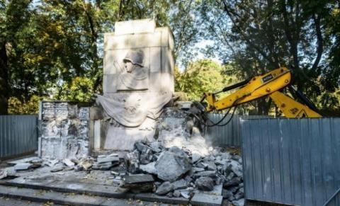 У Варшаві демонтували останній пам'ятник Подяки радянській армії