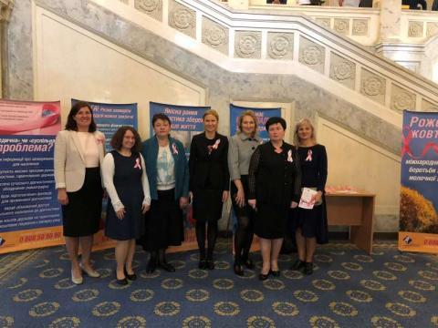 Одноденна інформаційно-просвітницька акція «Жовтень – місяць боротьби проти раку молочної залози» до Всесвітнього дня боротьби з раком молочної залози триває у кулуарах парламенту