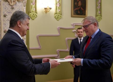 Порошенко прийняв вірчі грамоти від послів чотирьох країн
