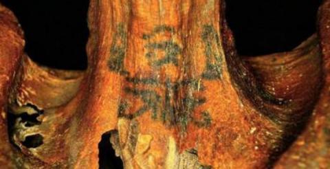 Вчені розгадали загадку вкритого татуюваннями обезголовленого тіла жінки