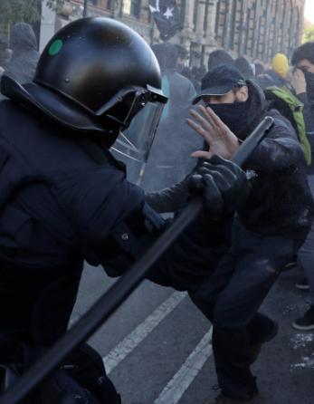 Поліція зіткнулася з каталонськими сепаратистами в Барселоні