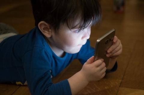 Гаджети можуть спровокувати у дітей 12 видів онкозахворювань, – Світовий фонд дослідження раку