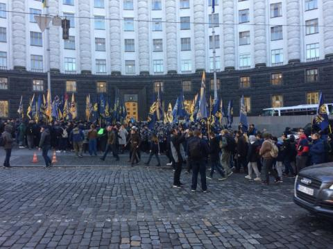 Сотні націоналістів у камуфляжі прийшли під Кабмін вимагати нове міністерство