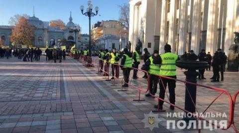 """Під Раду приїхали """"євробляхарі"""", поліція посилює охорону"""
