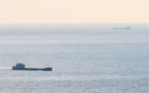 У портах Криму в жовтні зафіксували два десятки танкерів та вантажних суден-порушників
