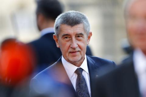 Син прем'єра Чехії заявив, що через корупційний скандал батько вивіз його до Криму